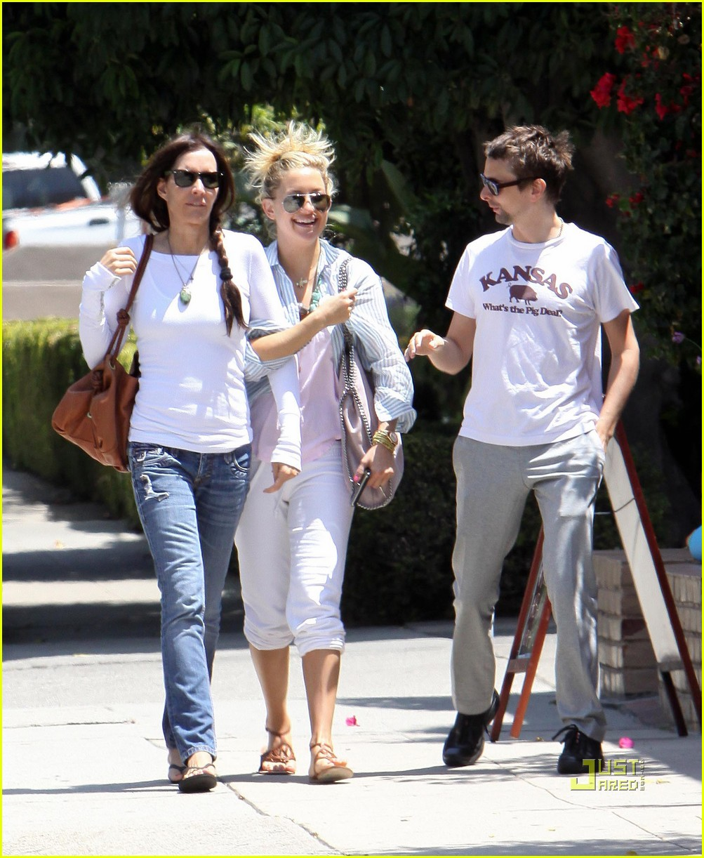 kate hudson matthew bellamy breakfast duo 01