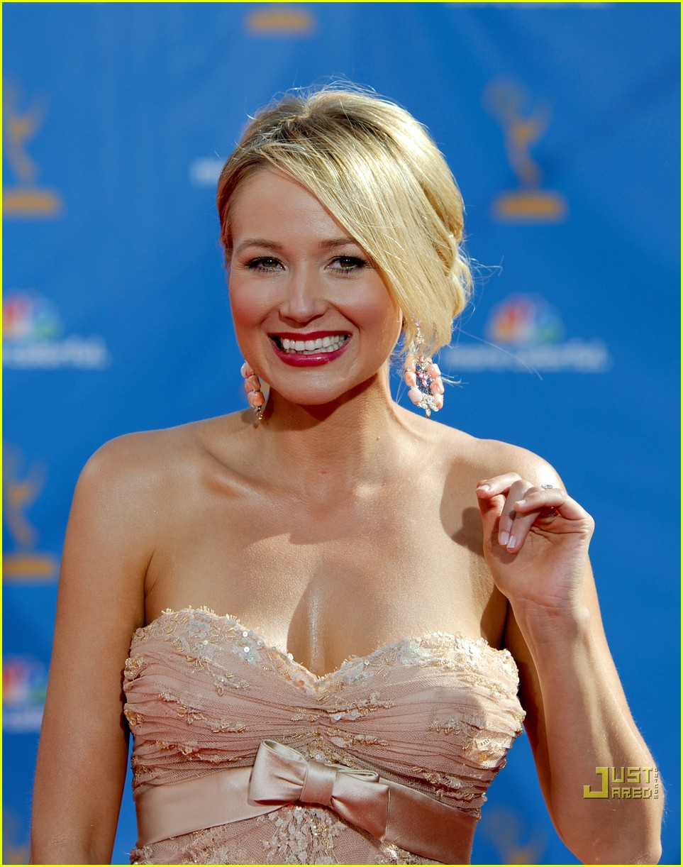 jewel 2010 emmys red carpet 02