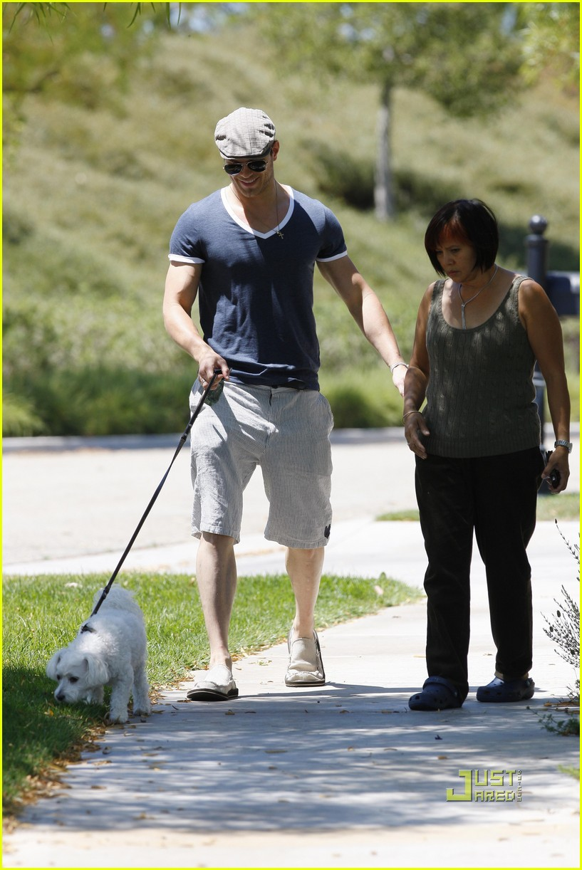 kellan lutz uhaul truck dog walking 17