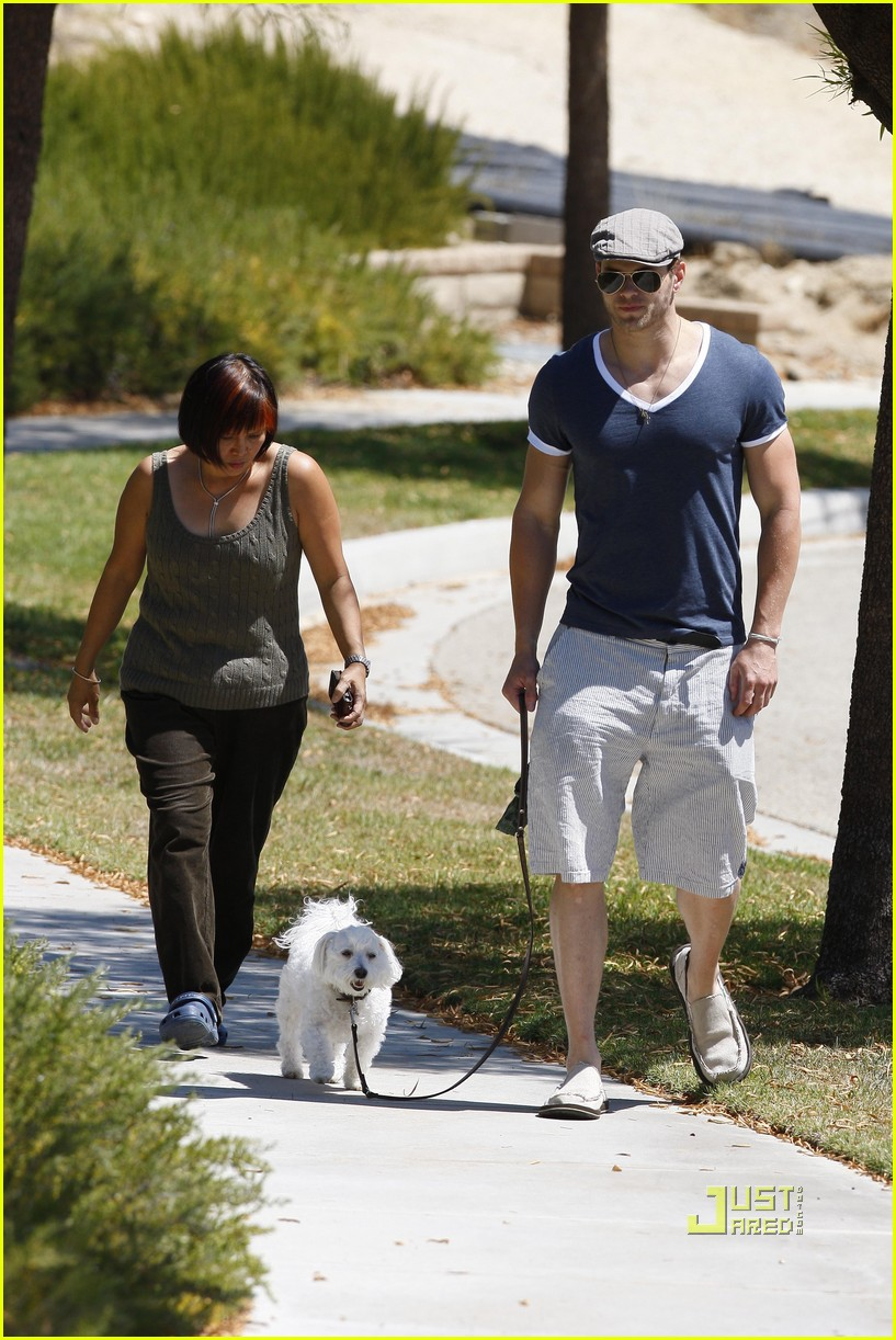 kellan lutz uhaul truck dog walking 19