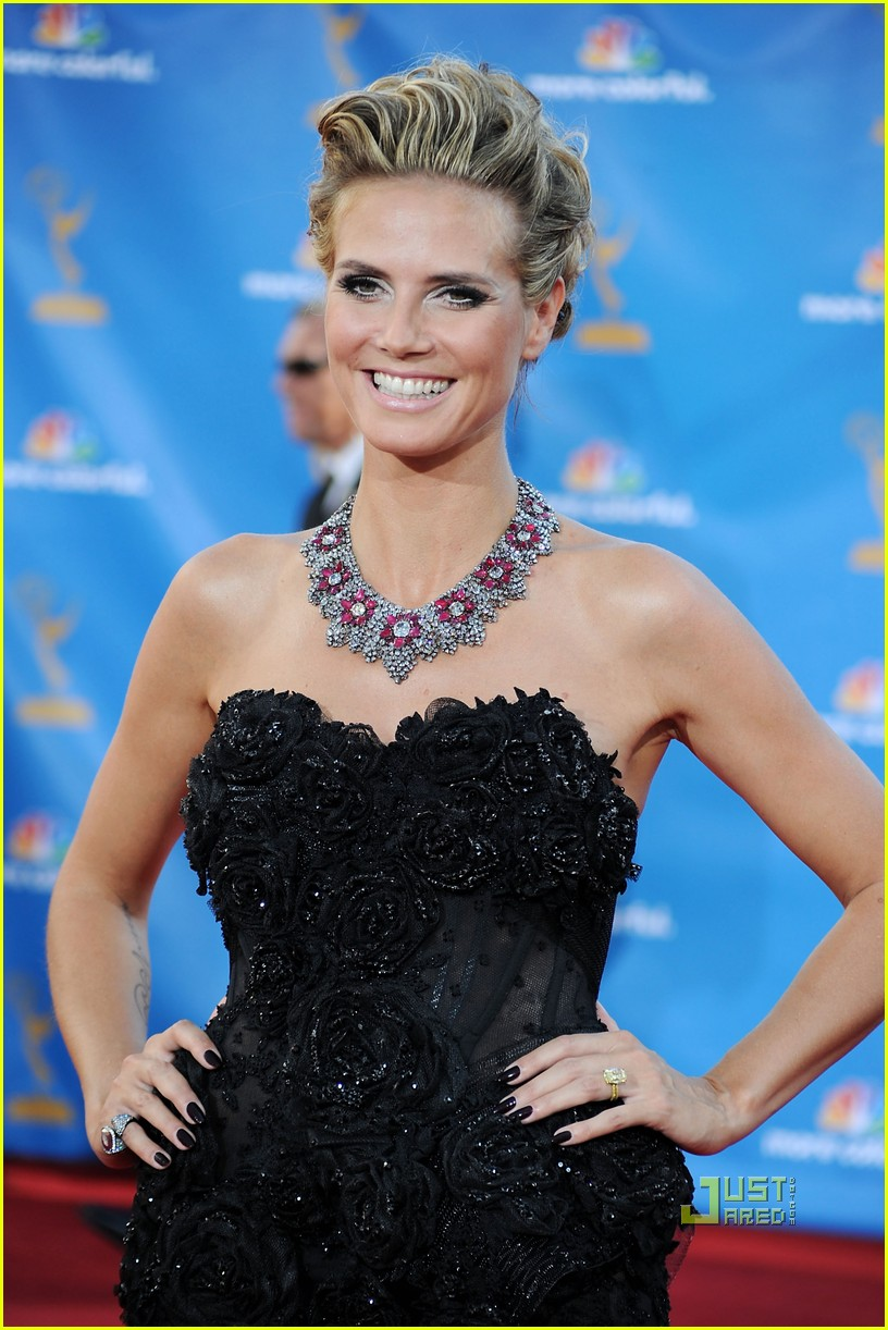 heidi klum seal emmys 2010 red carpet 03