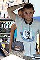 joseph gordon levitt gainsbourg stretches 03