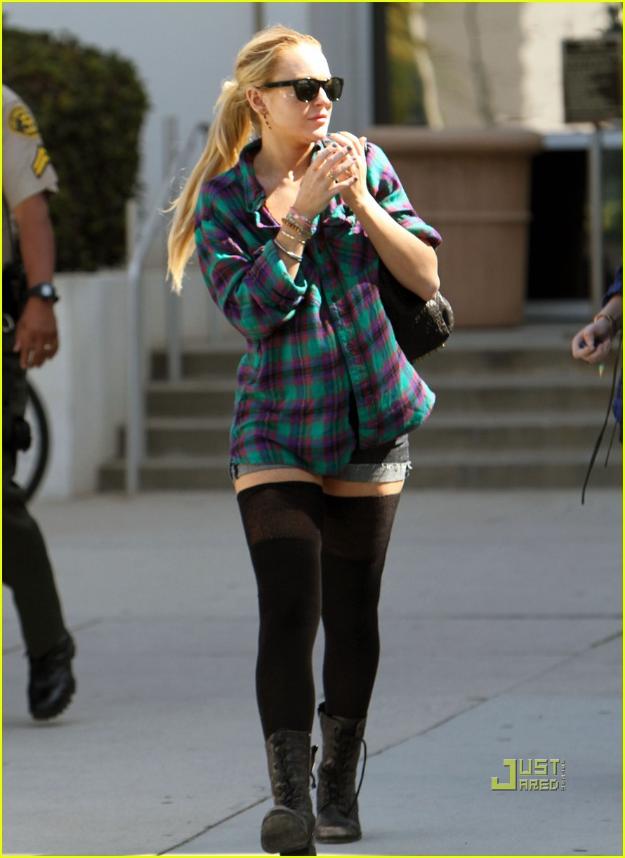 lindsay lohan flannel shorts stockings courthouse 02