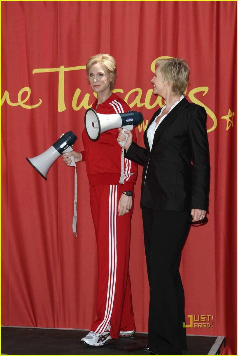 jane lynch madame tussauds sue sylvester wax figure 07