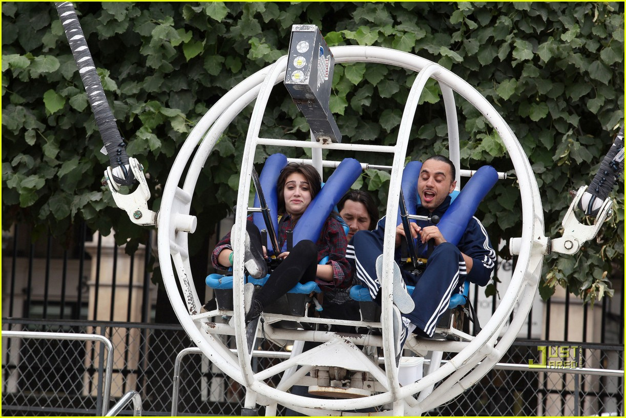 Madonna s kids hit the fair rides in paris