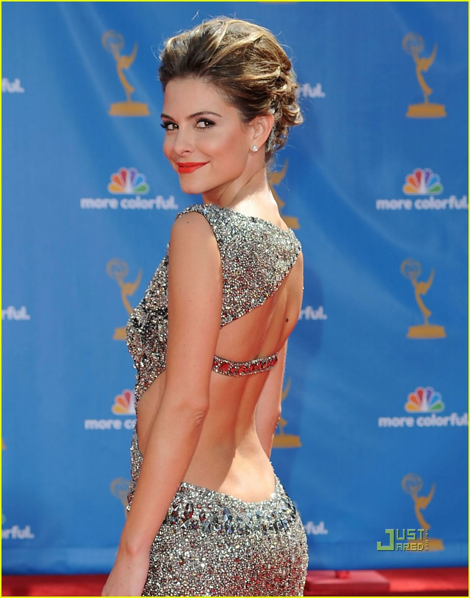 maria menounos 2010 emmy awards red carpet 072476070