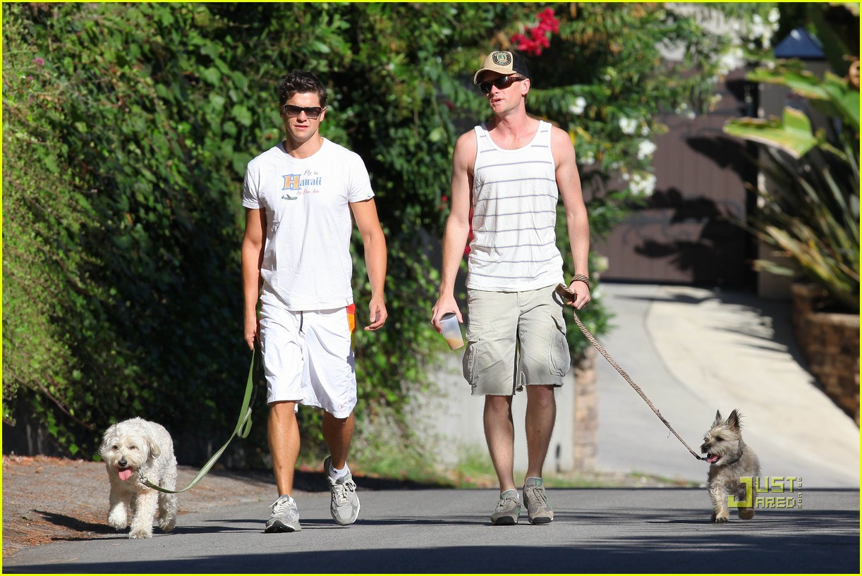 neil patrick harris david burtka dogwalking 09