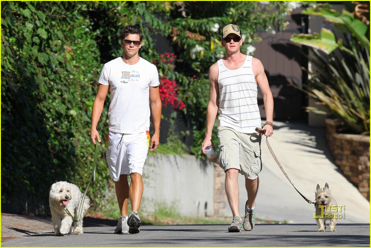 neil patrick harris david burtka dogwalking 142474792