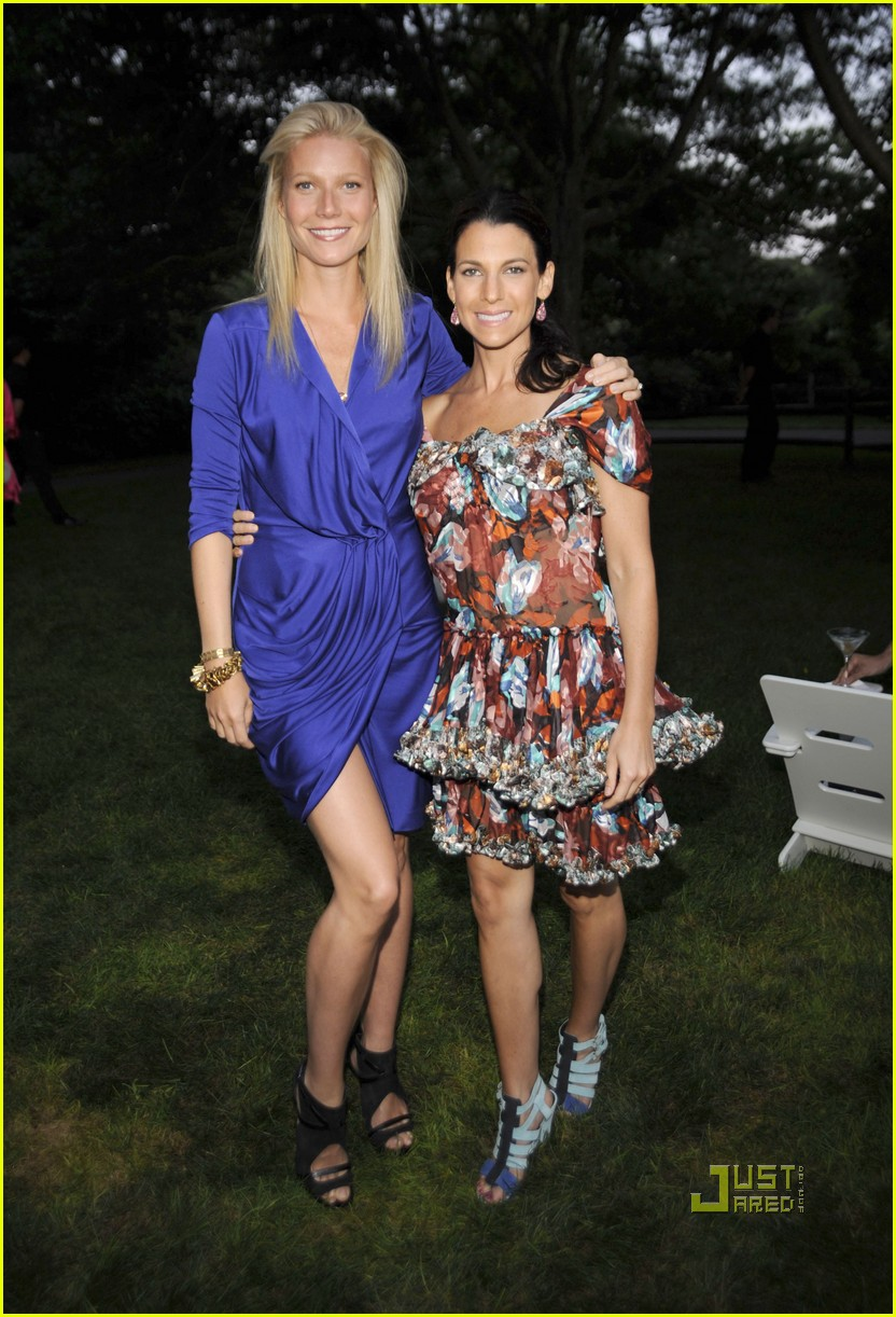 gwyneth paltrow jerry seinfeld baby buggy summer dinner 04