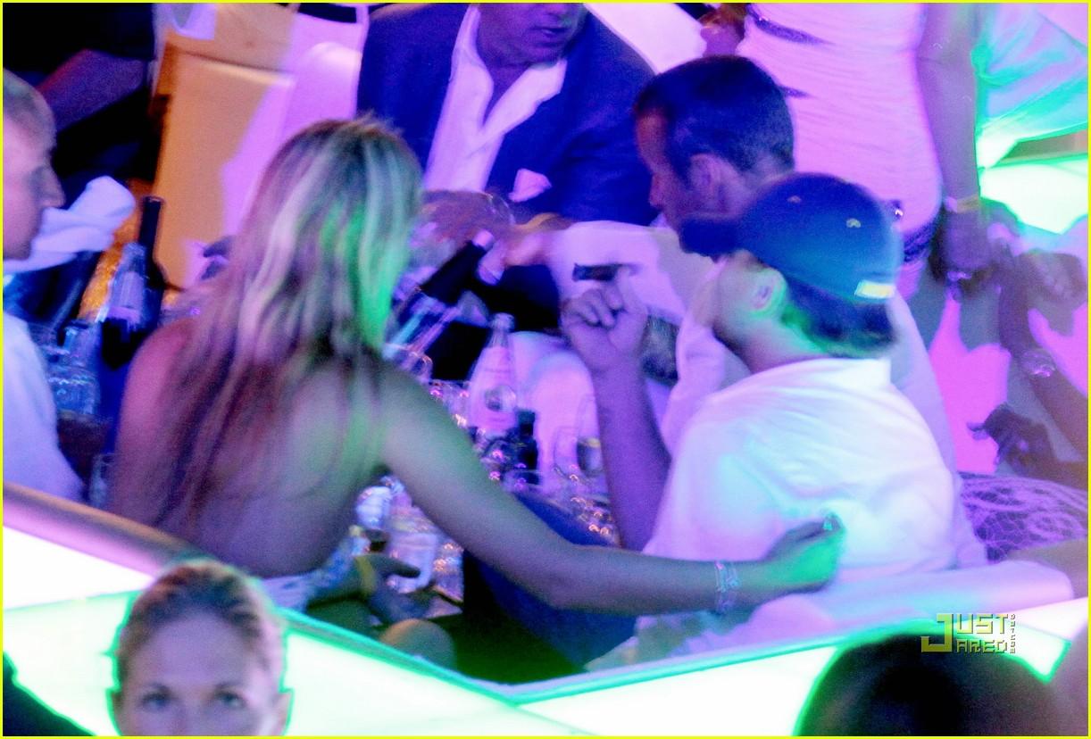 bar refaeli leonardo dicaprio sardinia nightclub 02