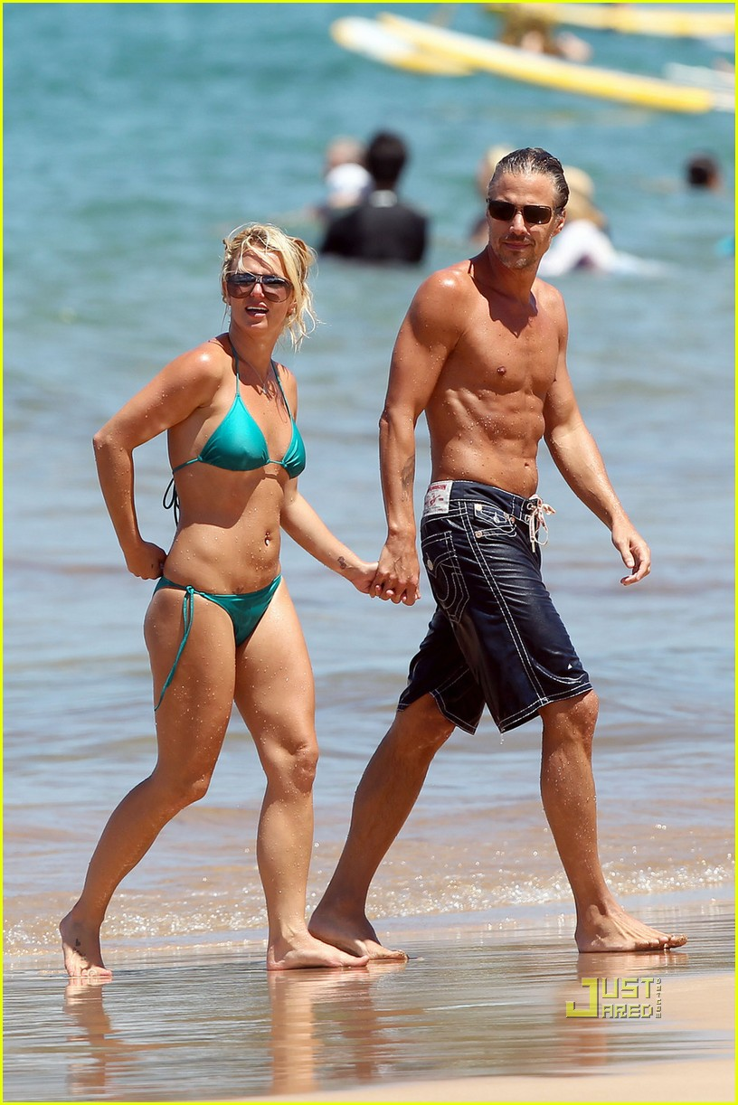 britney spears bright green bikini maui jason trawick kiss 06