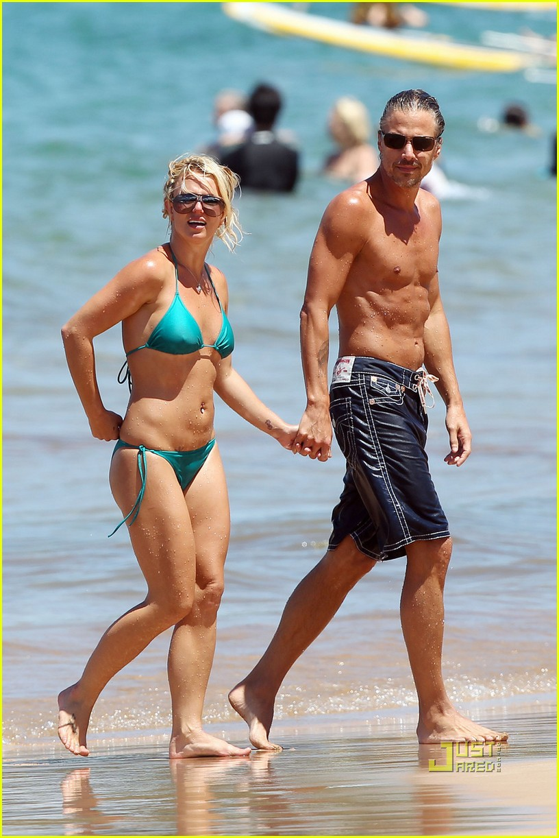 britney spears bright green bikini maui jason trawick kiss 10