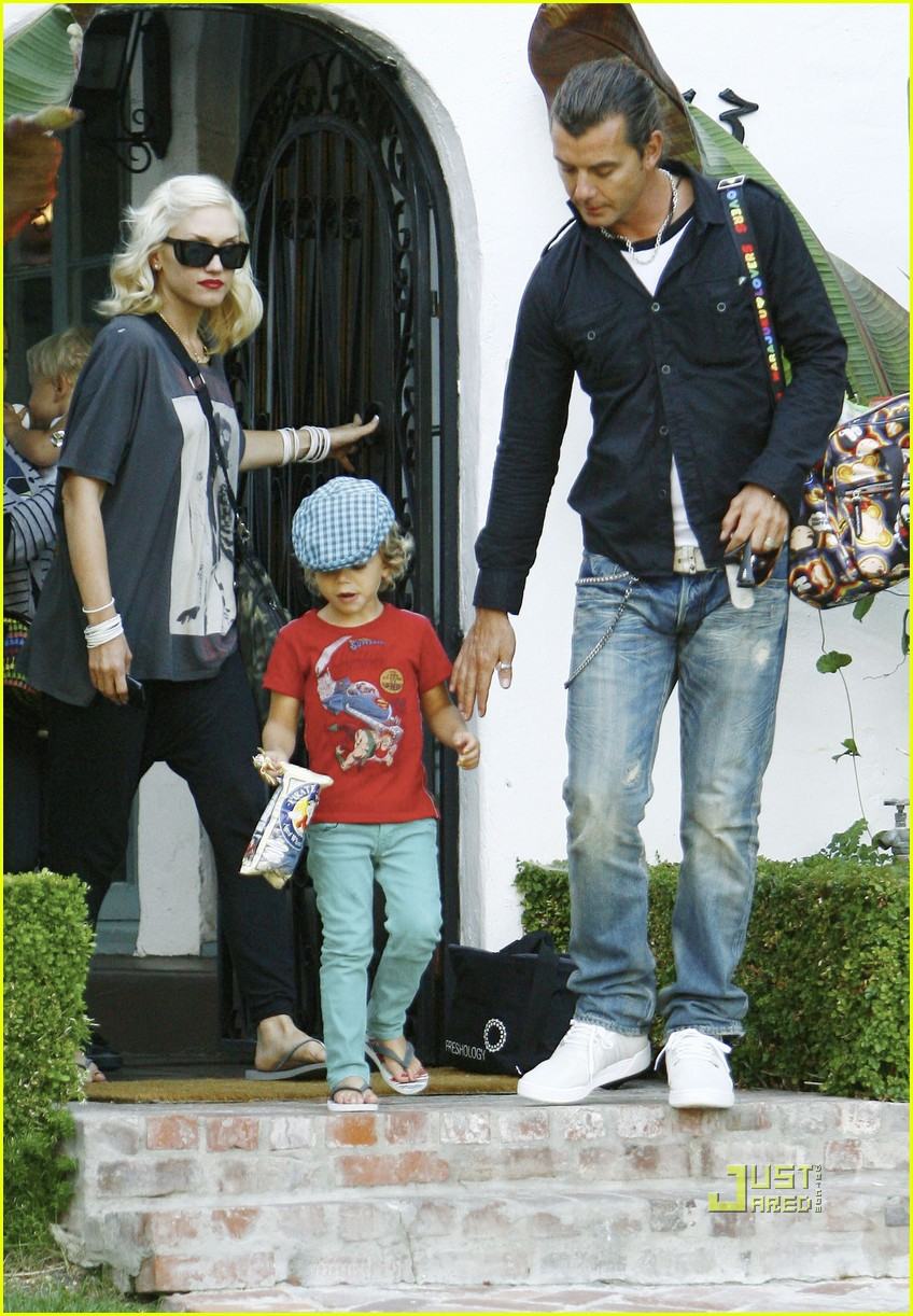 gwen stefani sons matching colors 02