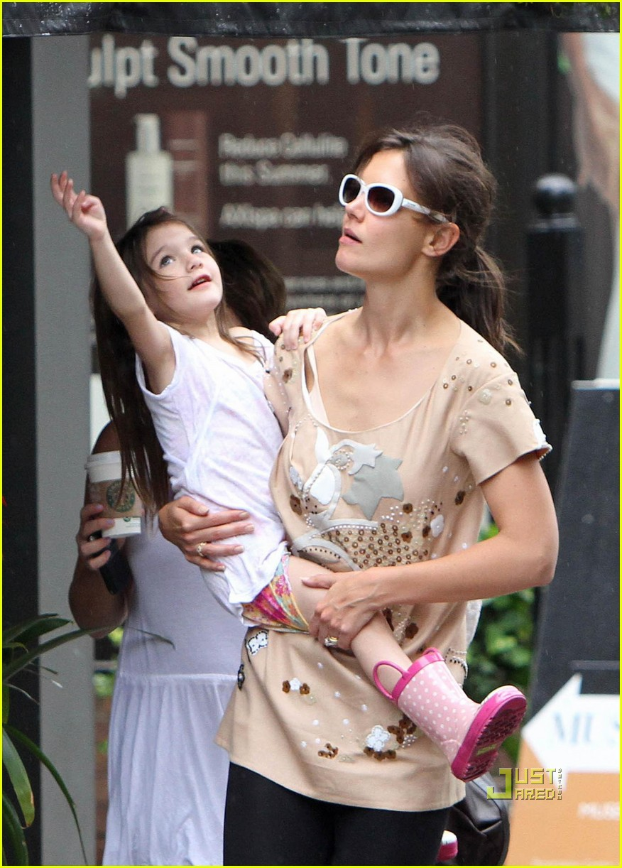 suri cruise off the shoulder shirt 03