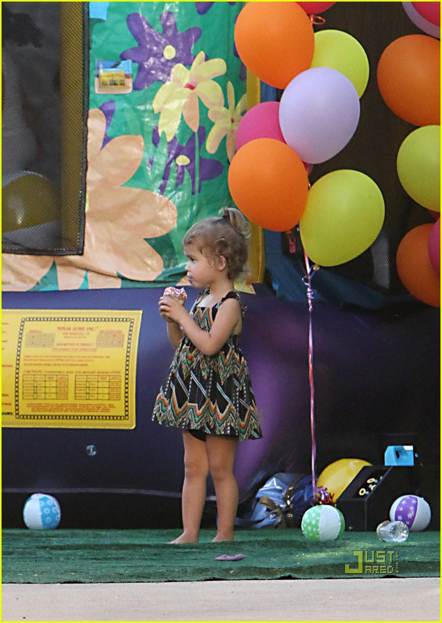 jessica alba honor warren birthday balloons 02