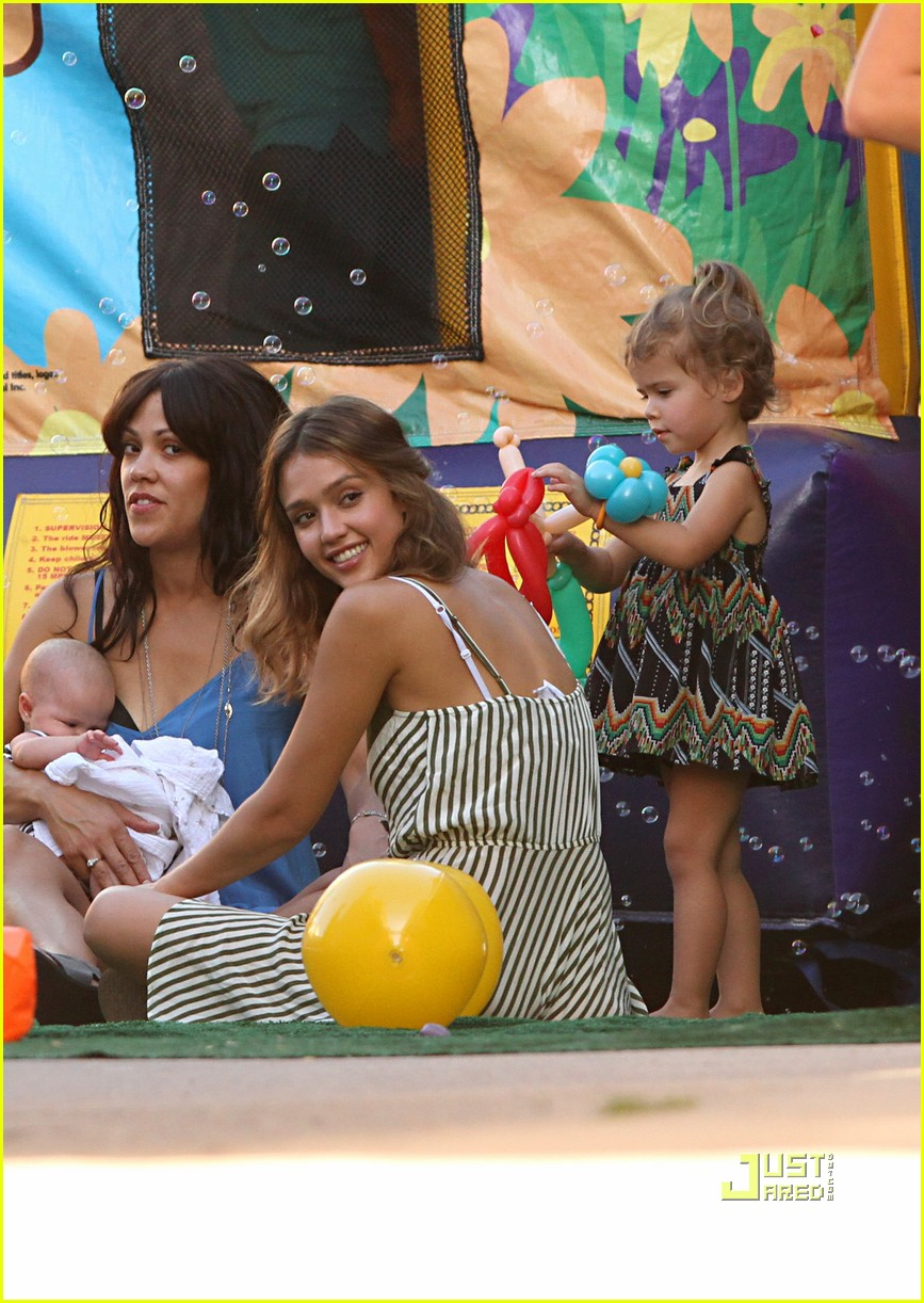 jessica alba honor warren birthday balloons 13