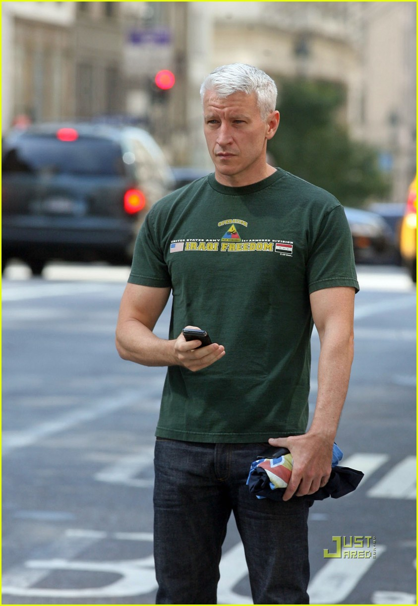anderson cooper operation iraqi freedom shirt cab nyc 01
