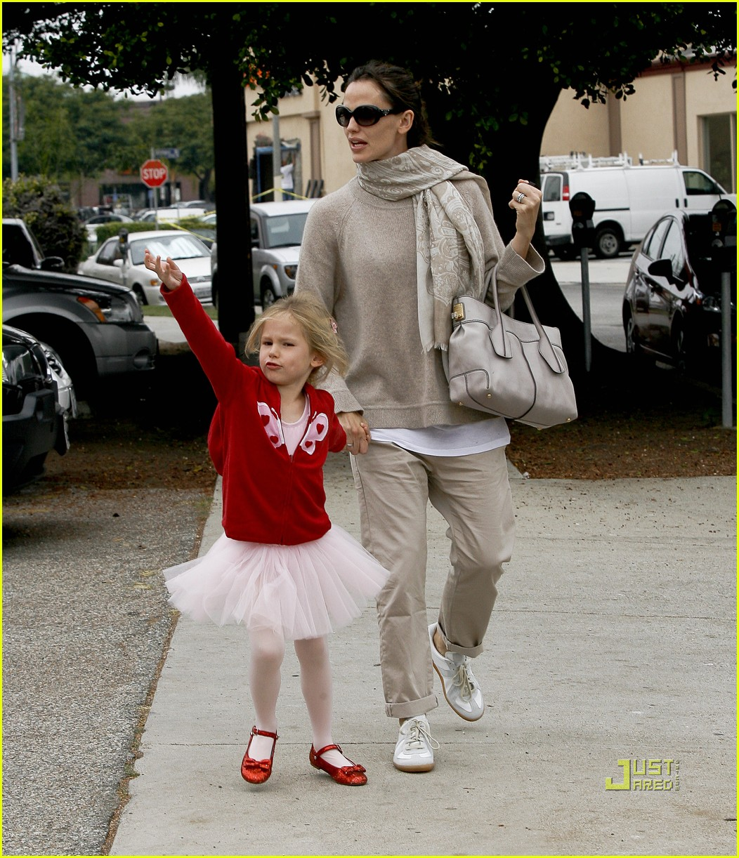 jennifer garner violet affleck ballerina beaming 01