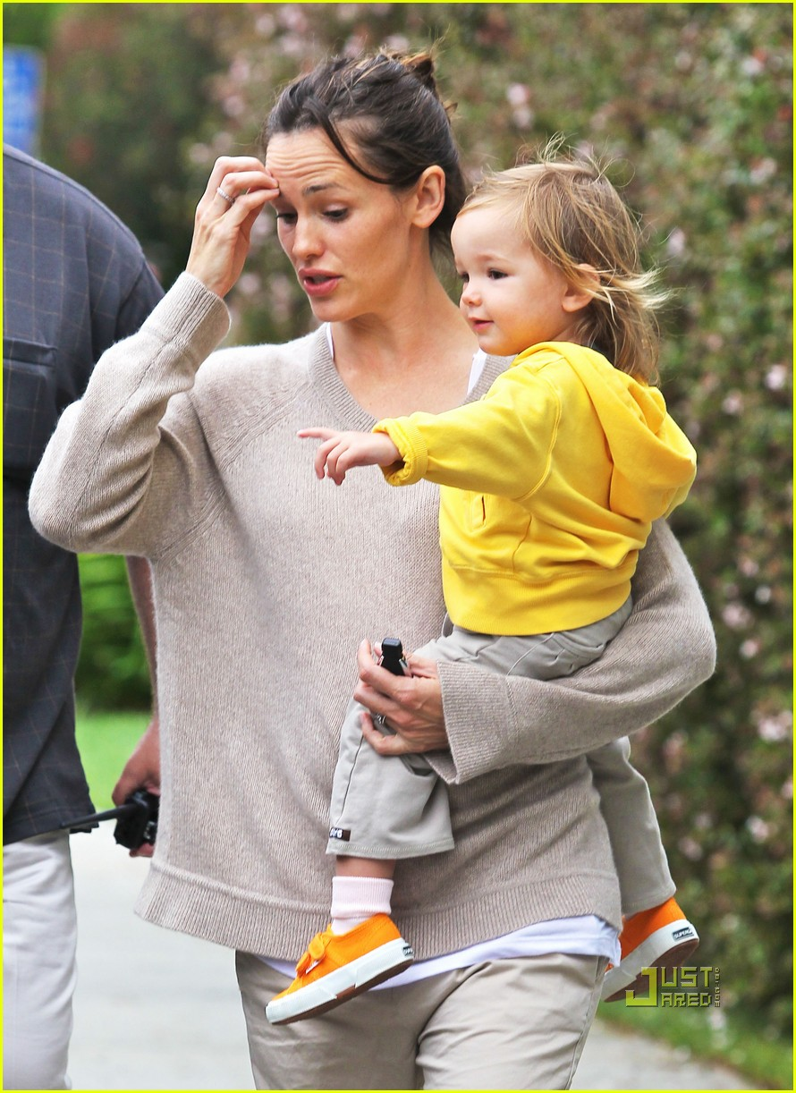 jennifer garner violet affleck ballerina beaming 02