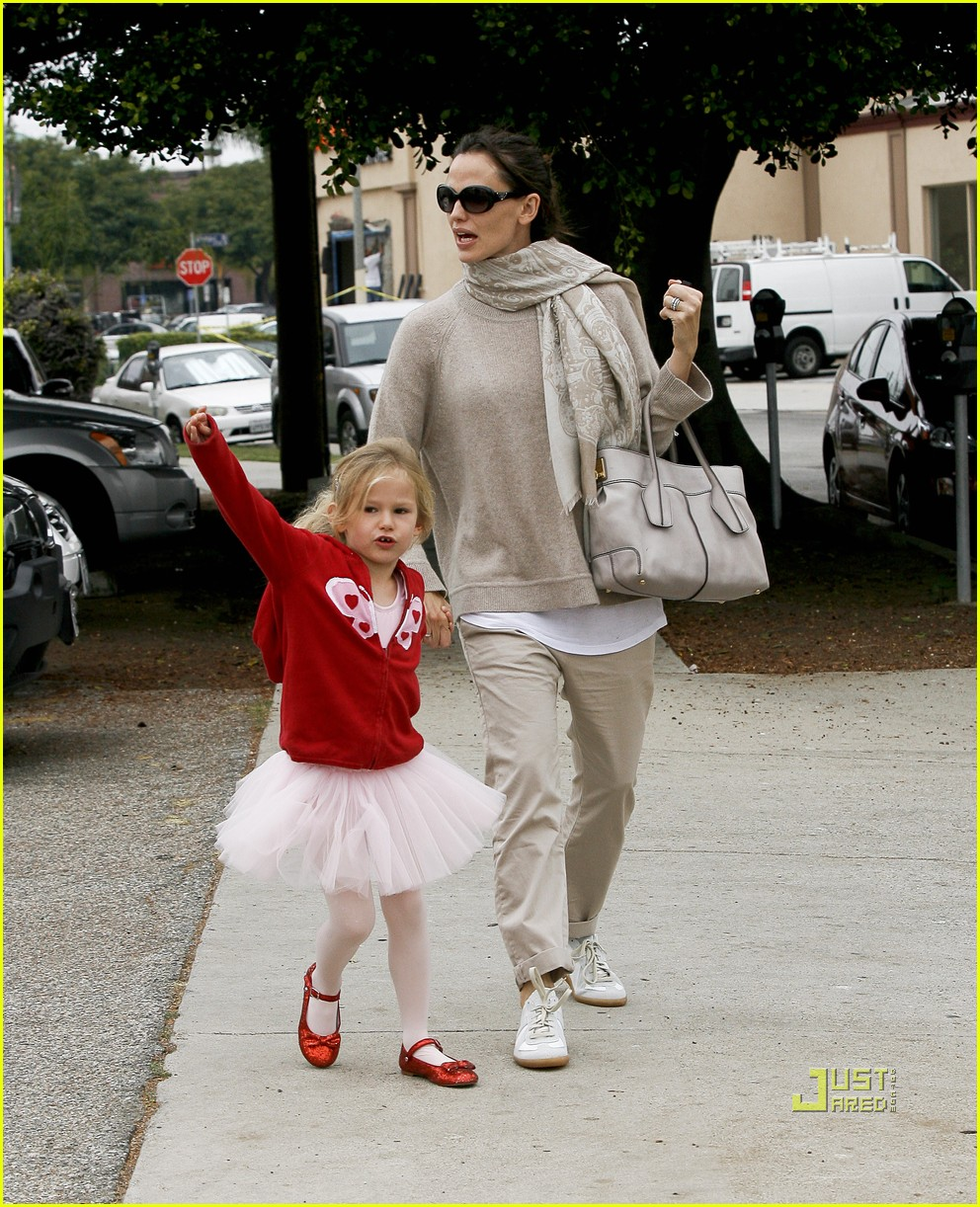 jennifer garner violet affleck ballerina beaming 22