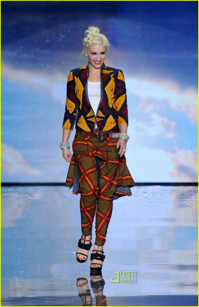 Full Sized Photo of gwen stefani lamb fashion week 15 ... Gwen Stefani