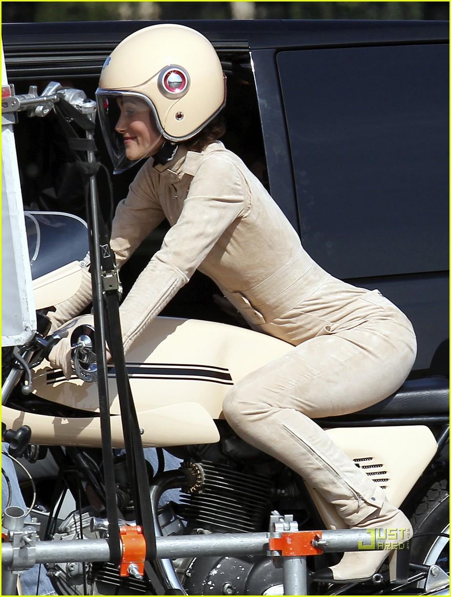 keira knightley motorcycle chanel motorcycle 03