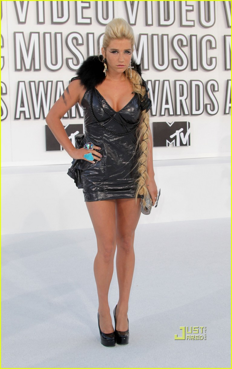 kesha vmas garbage bag dress 06