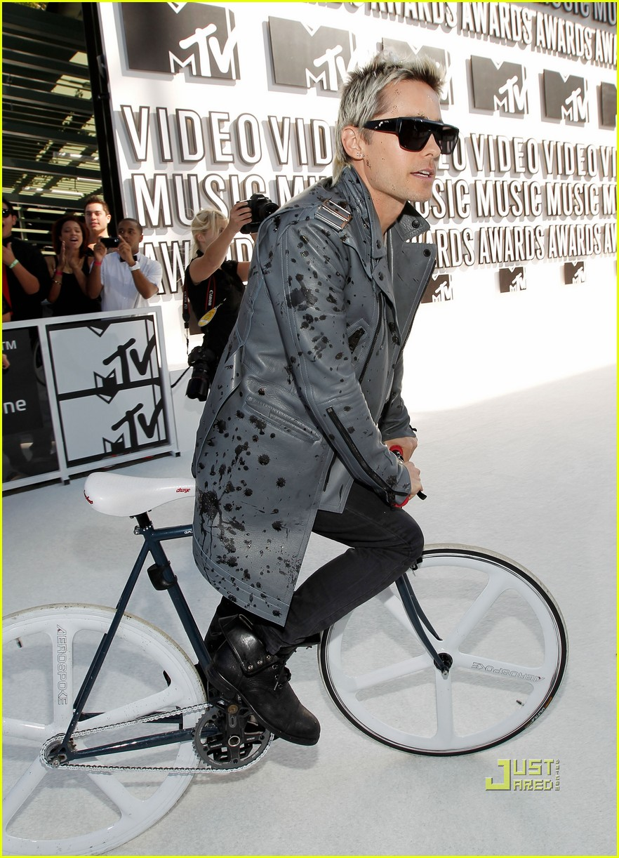 jared leto vmas red carpet 2010 01