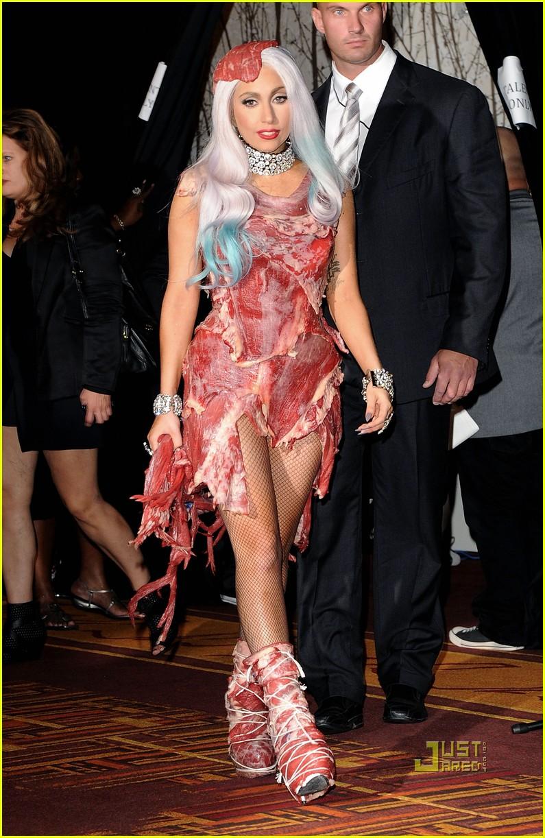 meat dress lady gaga 02
