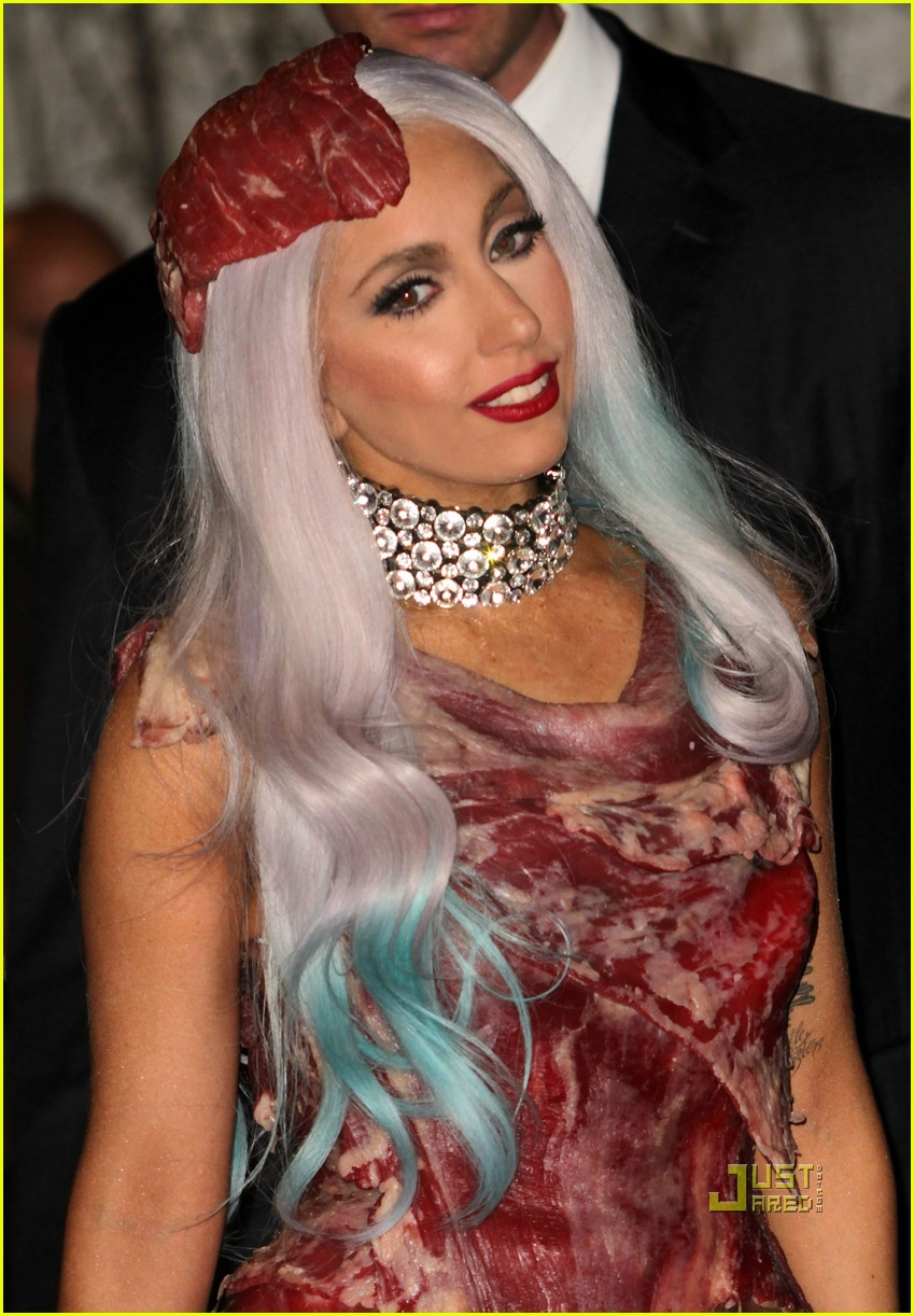 meat dress lady gaga 04