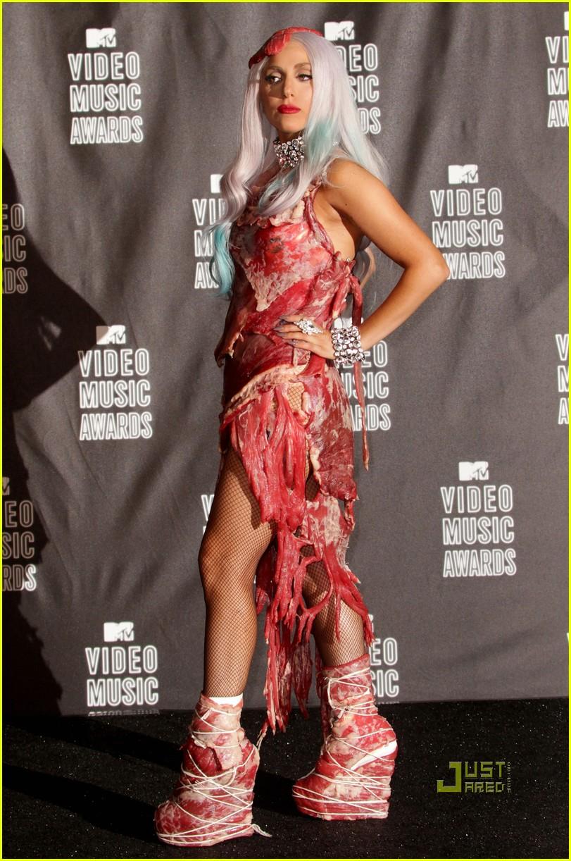 meat dress lady gaga 06