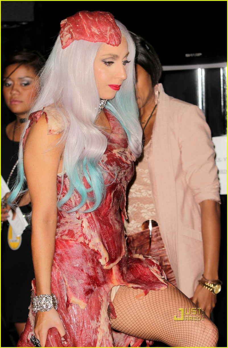 meat dress lady gaga 07