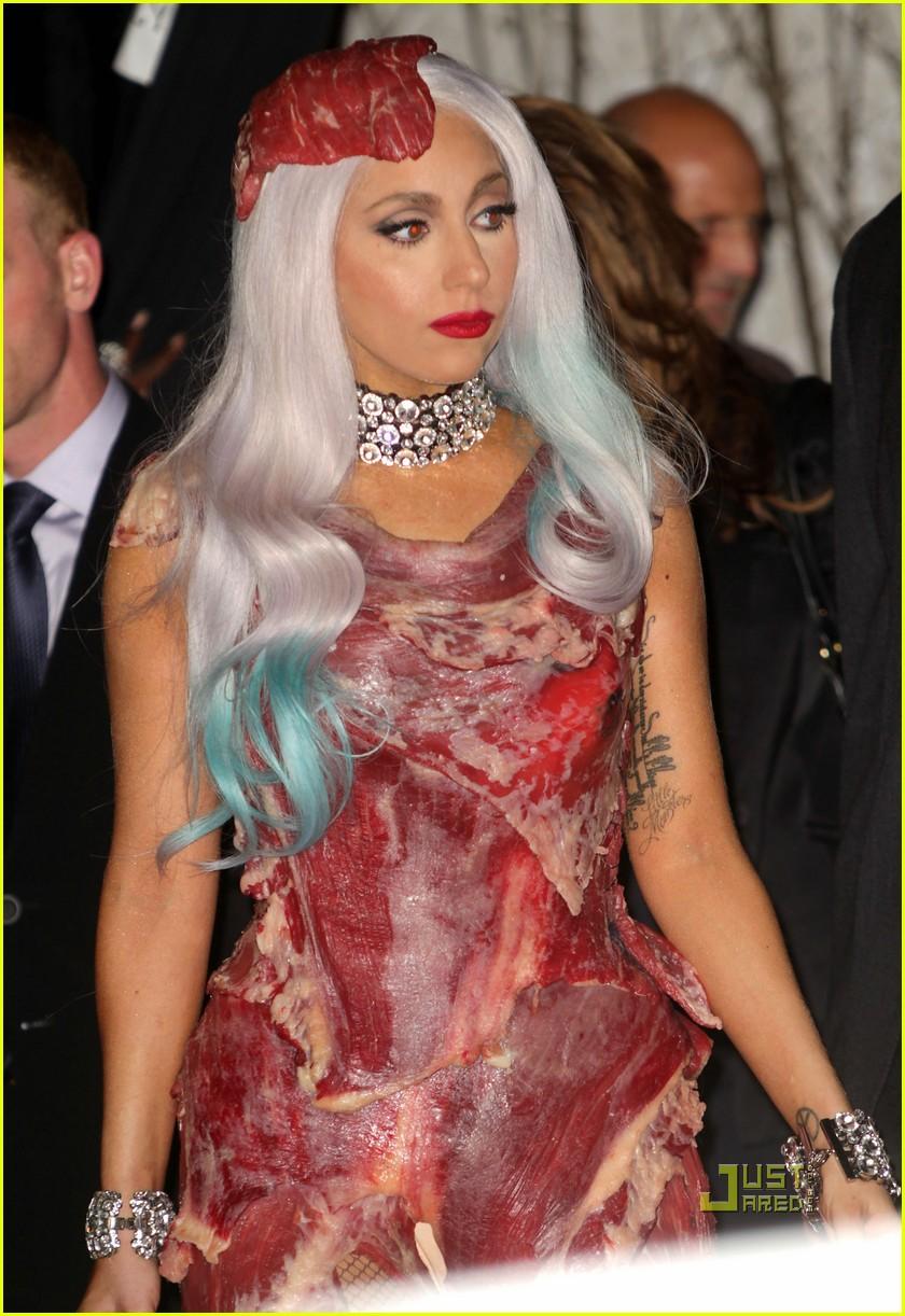 meat dress lady gaga 08