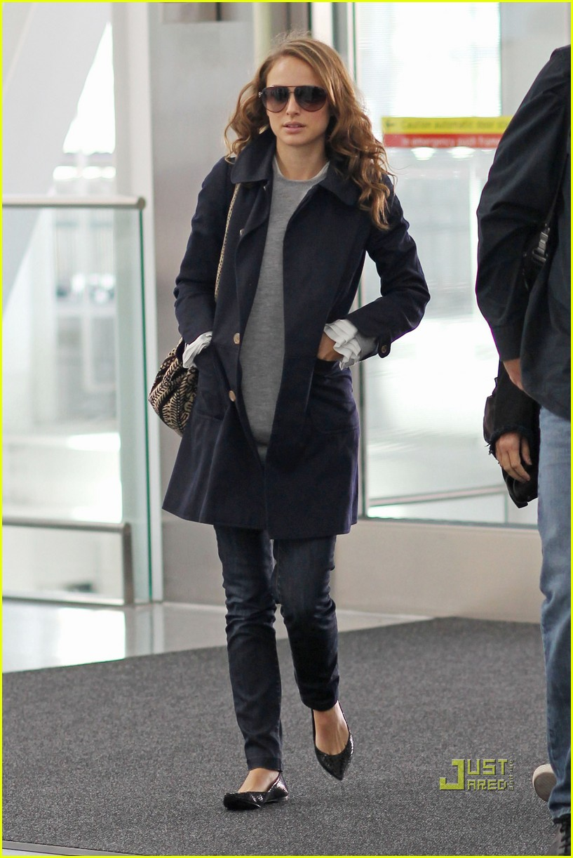 natalie portman pearson airport 03