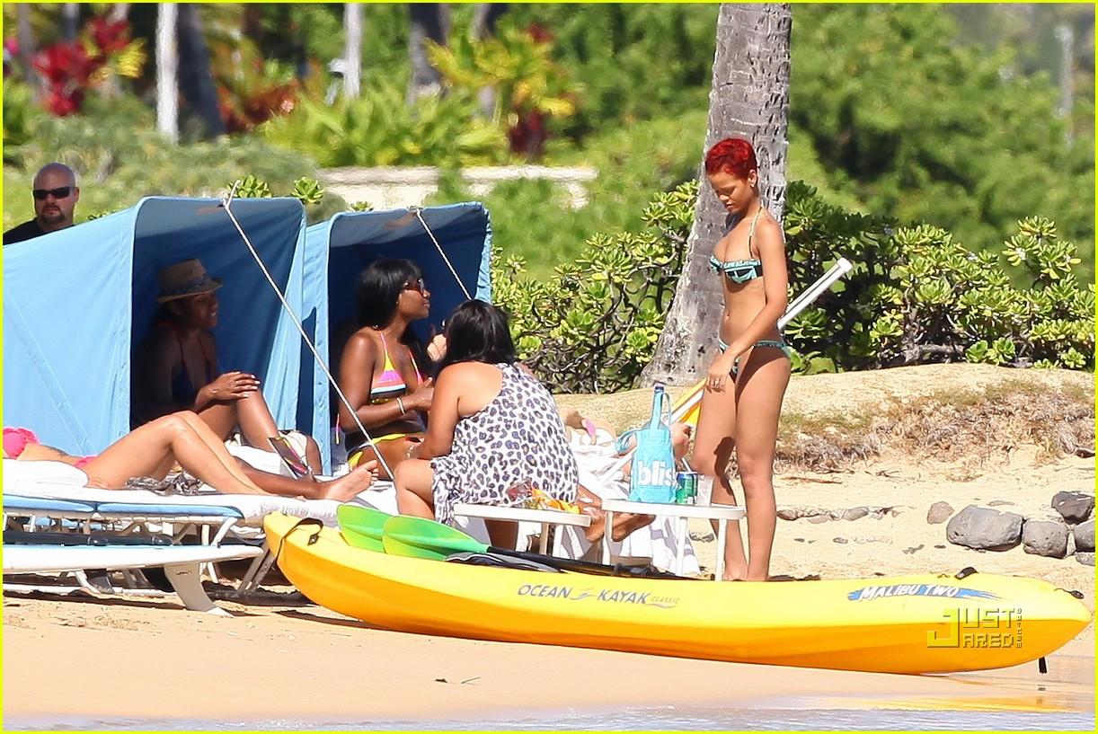 rihanna bikini hawaii 13