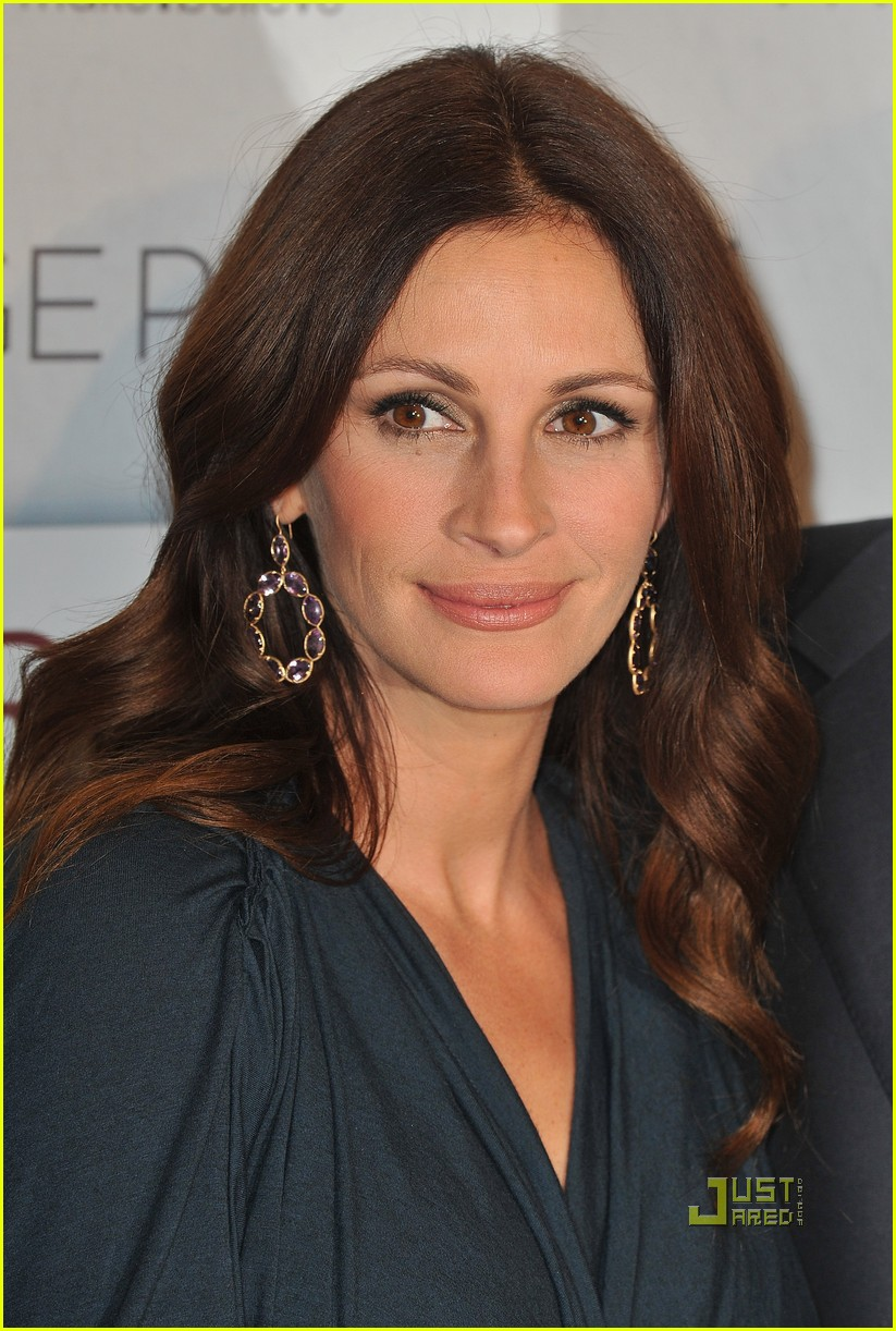 julia roberts eat pray love premiere paris 06