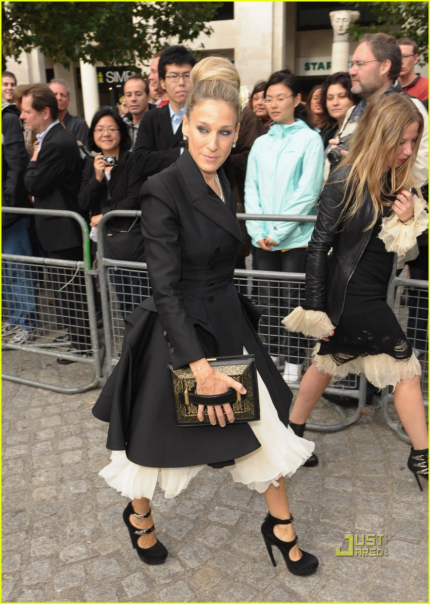 sarah jessica parker alexander mcqueen memorial 01