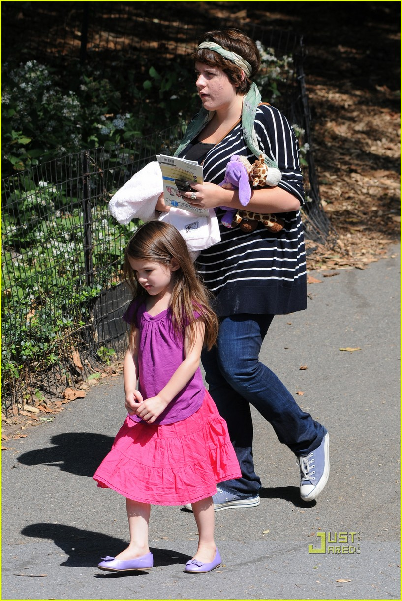 tom cruise suri isabella central park playground 02