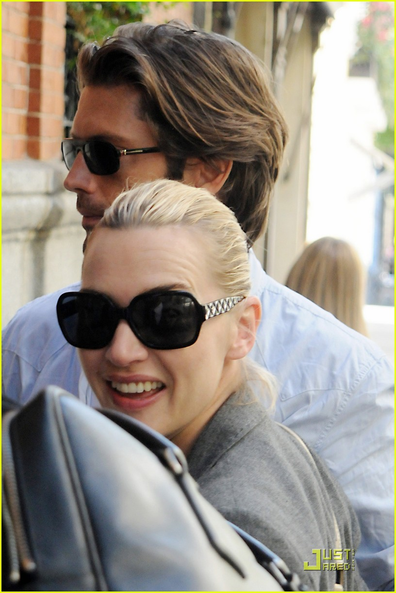 kate winslet louis dowler hold hands 01