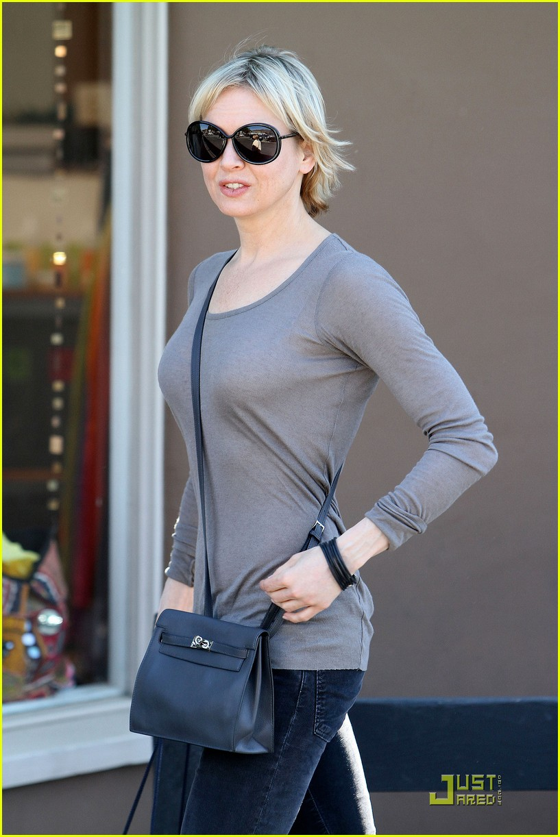 renee zellweger shops with bradley coopers mom 08