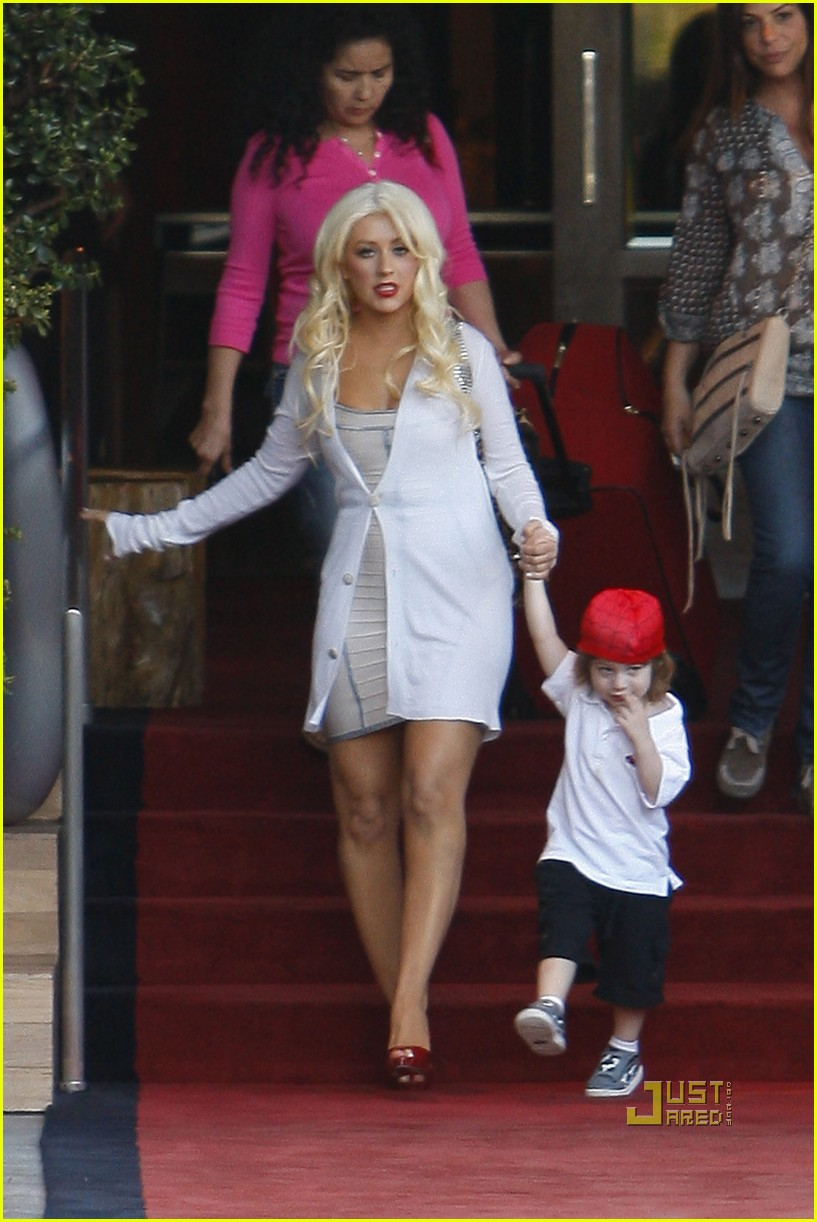 christina aguilera sls move out with max 01