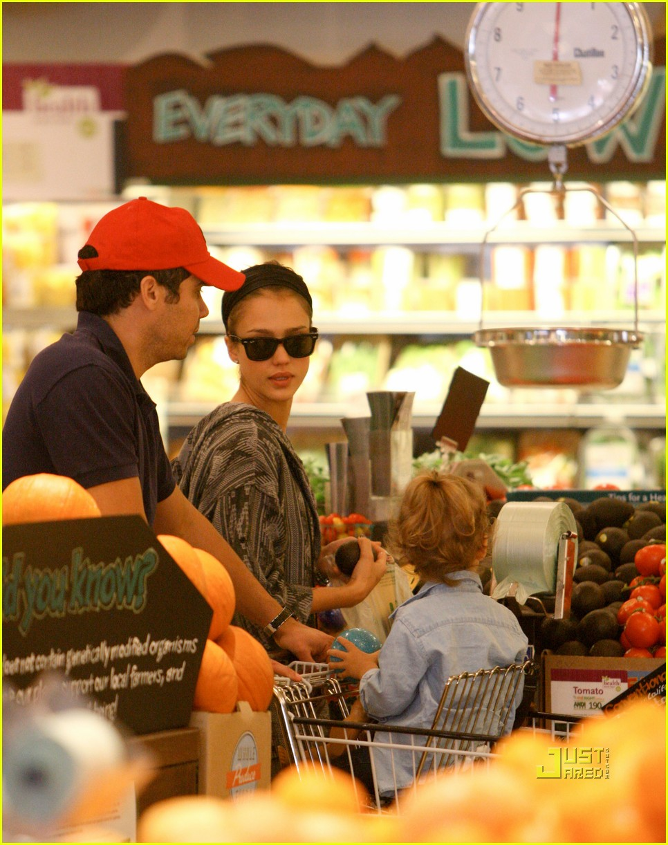 jessica alba cash warren family food shoppers 12