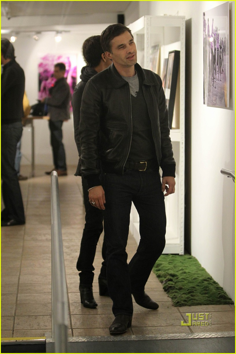 halle berry olivier martinez art gallery gazers 112485798