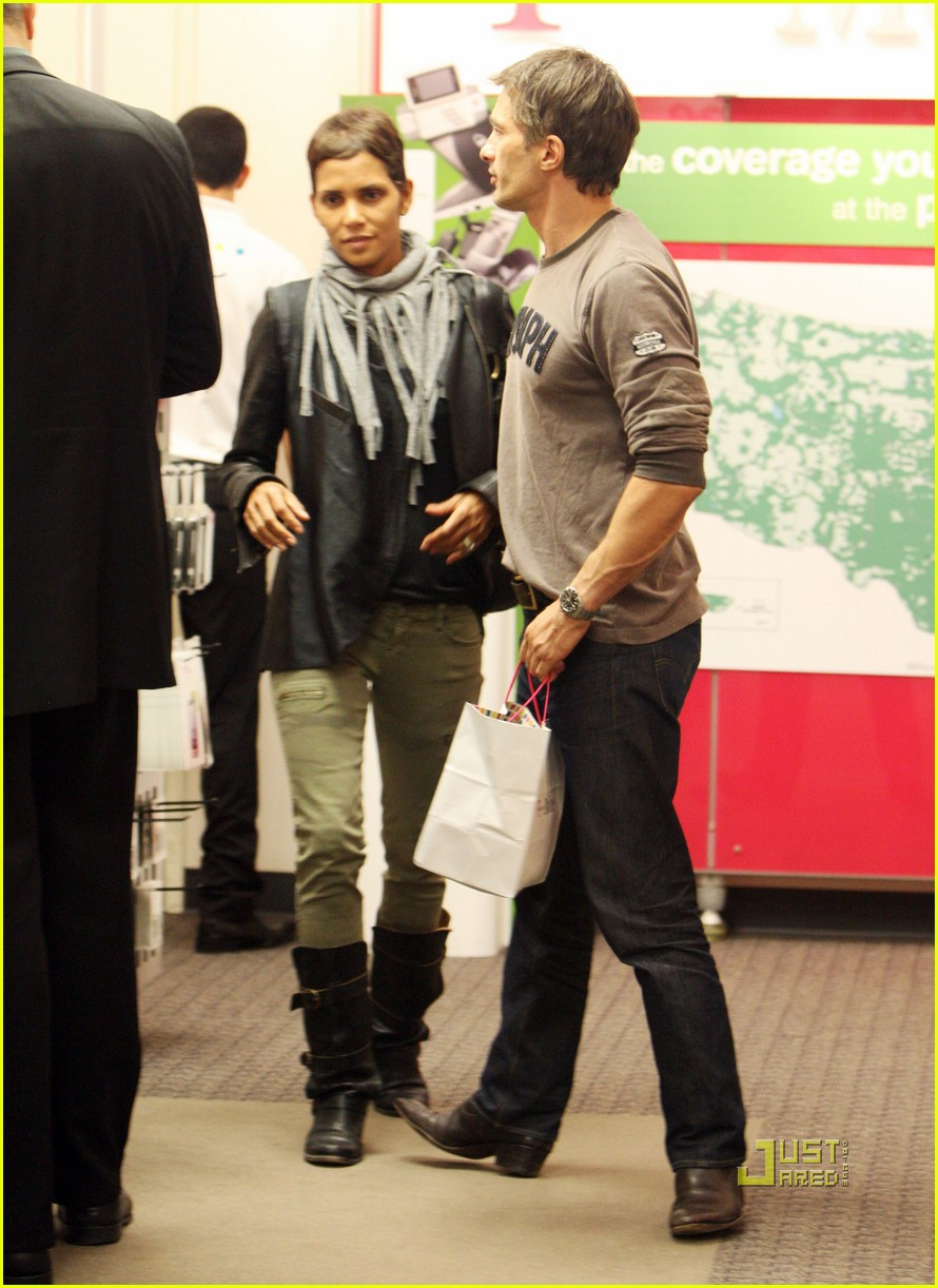 halle berry olivier martinez tmobile twosome 062487498