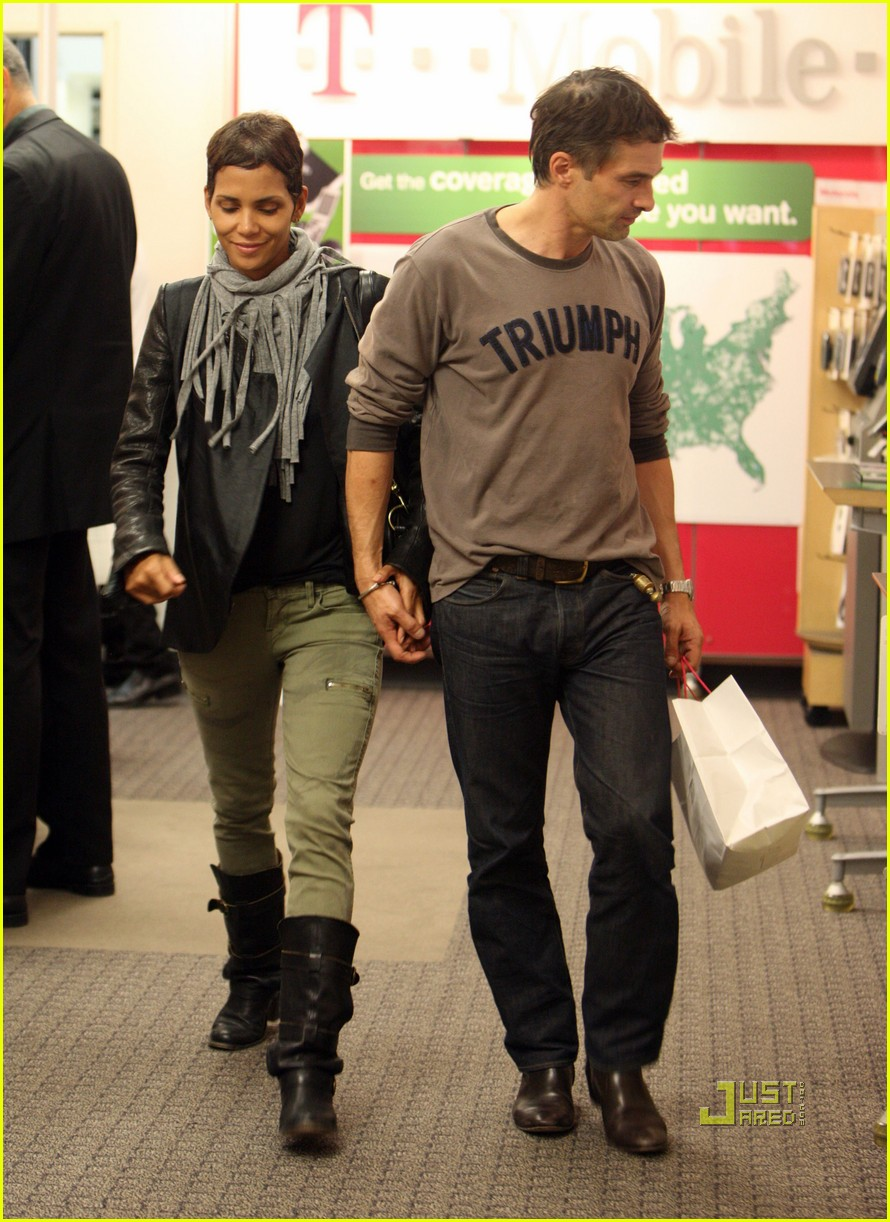 halle berry olivier martinez tmobile twosome 072487499