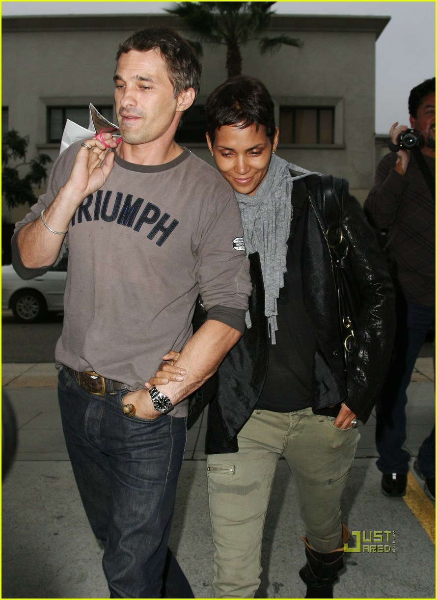 halle berry olivier martinez tmobile twosome 08