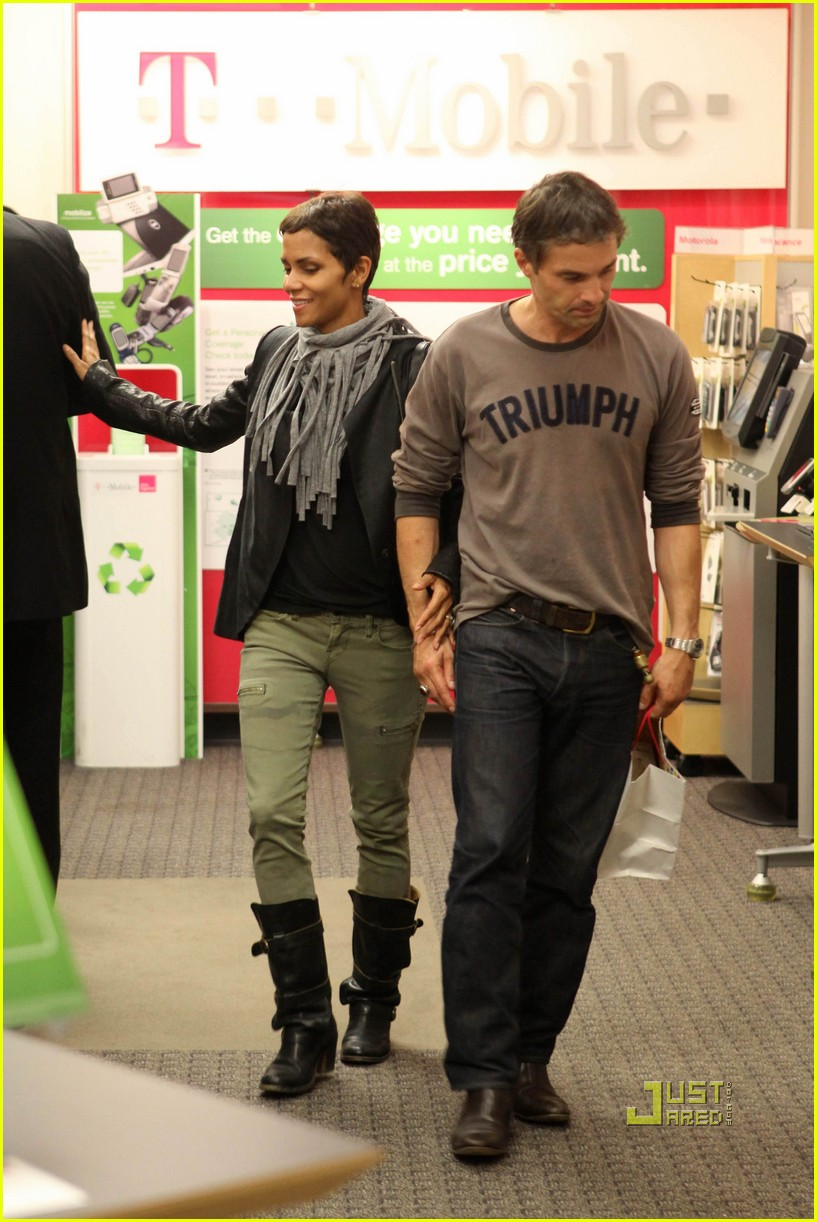 halle berry olivier martinez tmobile twosome 14