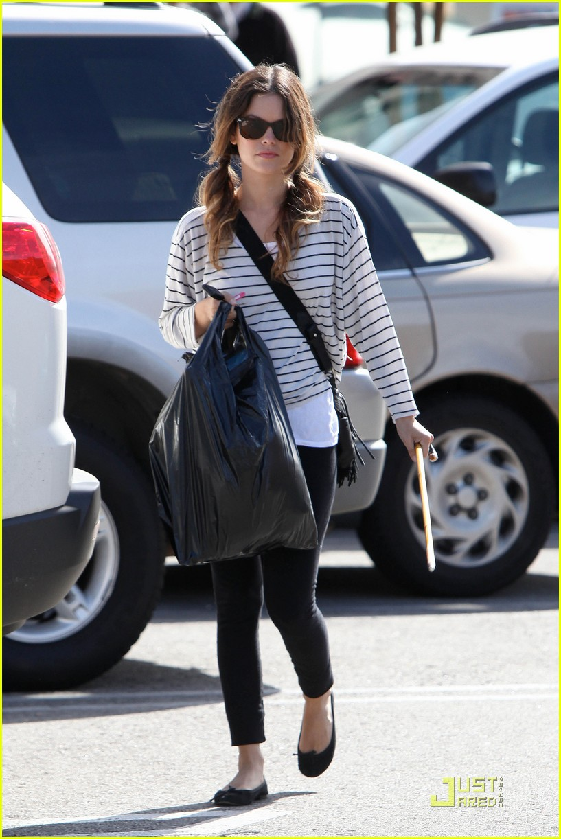 rachel bilson halloween shopping 02