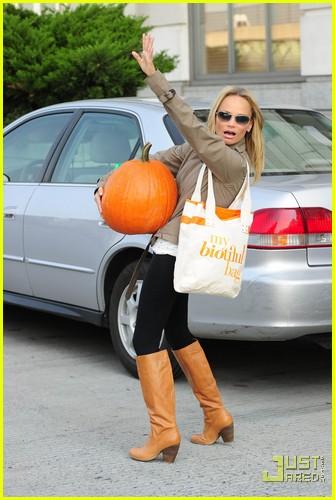 kristin chenoweth petite pumpkin picker 04