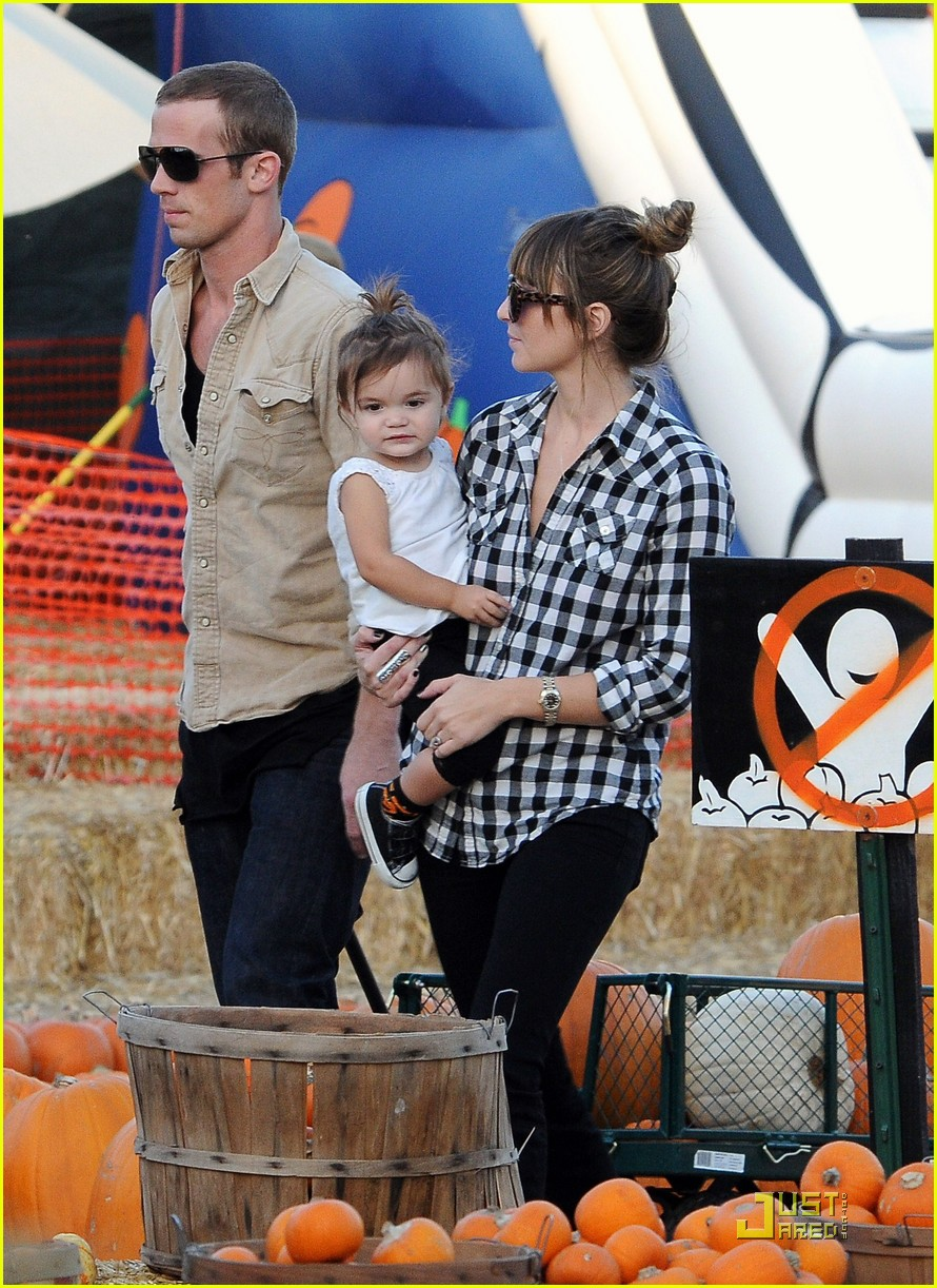 cam gigandet visits a pumpkin patch 05